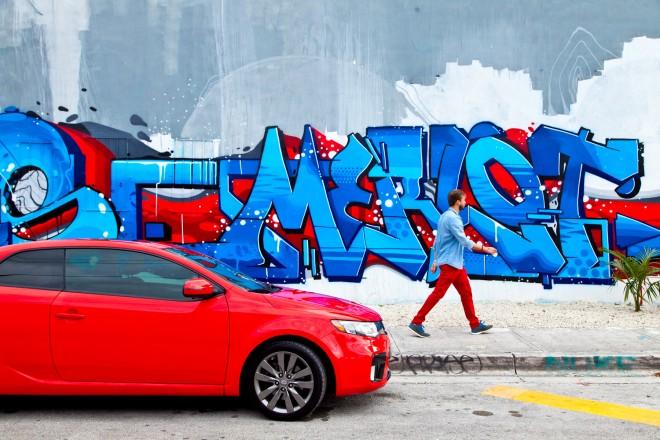 """Un colorato scorcio di Wynwood a opera della graffiti artist di Seattle """"Merlot""""."""