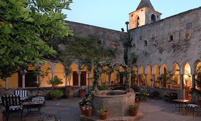 1-Il-chiostro-dell'Hotel-Luna-Convento