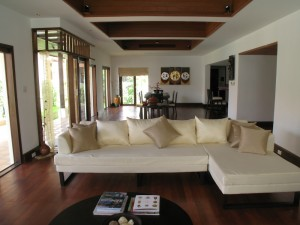 Phuket come affittare una villa da sogno for Ville bianche moderne