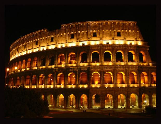 Colosseo Di Notte Visite.La Luna Sul Colosseo Visitare Roma Di Notte