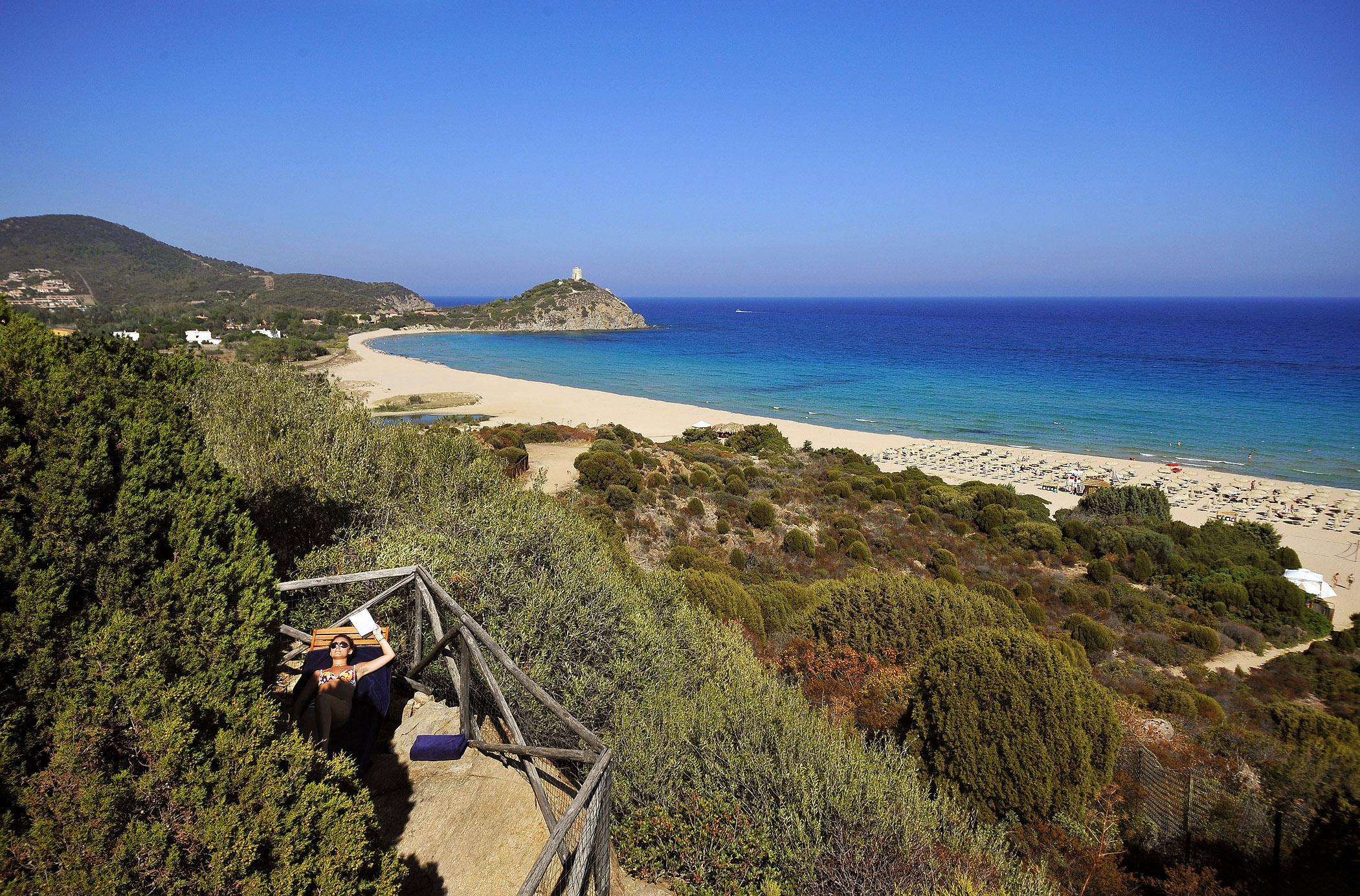 Chia laguna un resort da favola a prezzi low latitudes for Chia sardegna