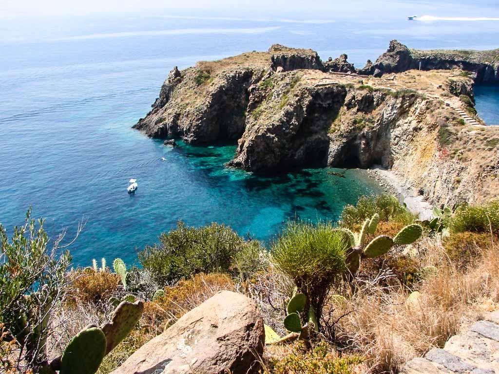 isole-eolie-panarea-cala-junco