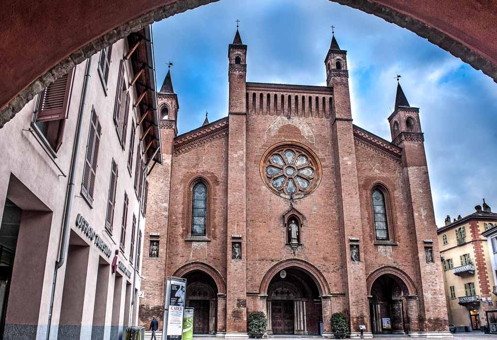 piemonte-alba-duomo-centro-storico