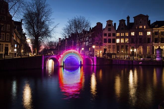 Risultati immagini per città illuminate a led