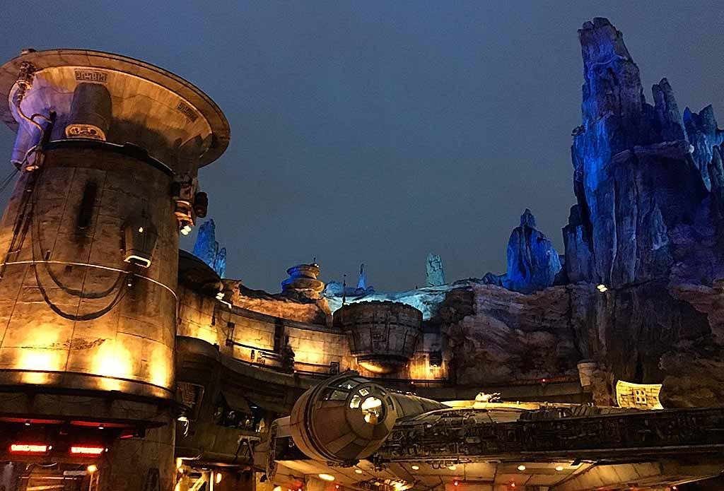 Anaheim-Disneyland-Star-Wars-ext