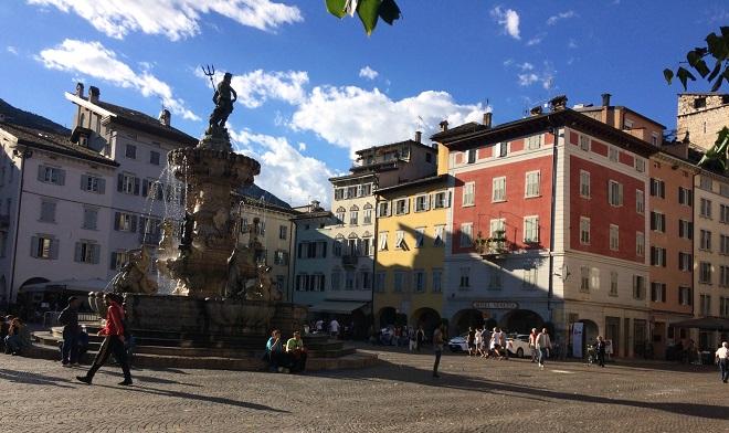 Angelo Laudiero. Trento, Fontana del Tritone. 2017 piccola