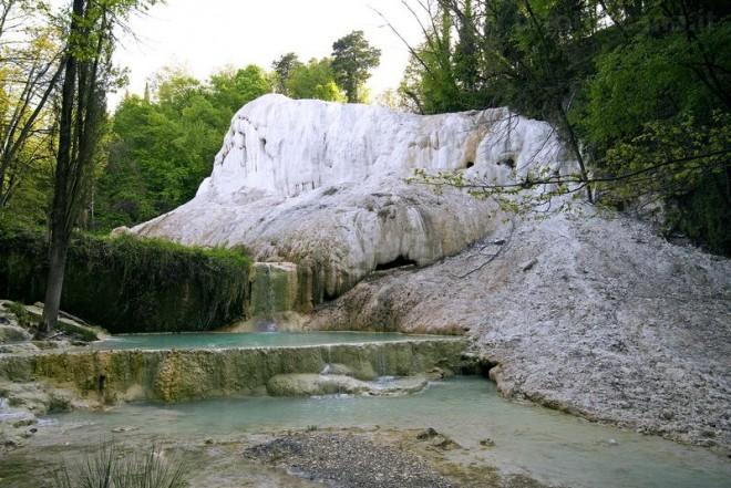 Terme gratuite in italia il lowcost va di moda latitudes - Bagni san filippo siena ...