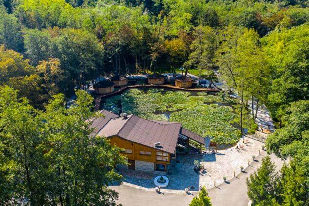 slovenia-Pikol-Lake-Village