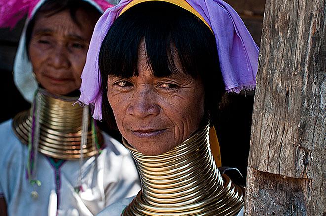 Donne di etnia Palaung conosciute come donne-giraffa