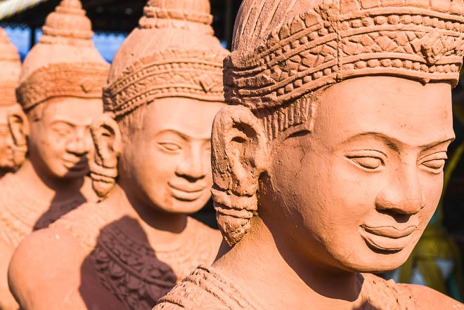 Statue del Buddha a Wat Nokor Bachey