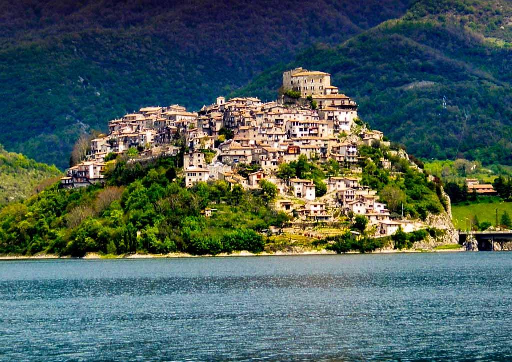 Castel di Tora