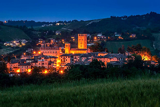 Il borgo di Castell'Arquato al tramonto