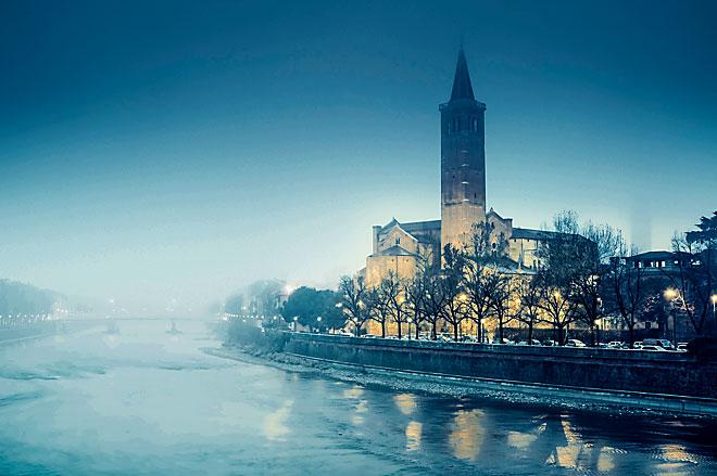 La chiesa di Sant'Anastasia e il fiume Adige