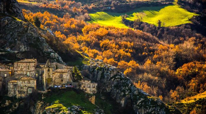 L'antico borgo medievale di Corvara d'Abruzzo (PE), Italia
