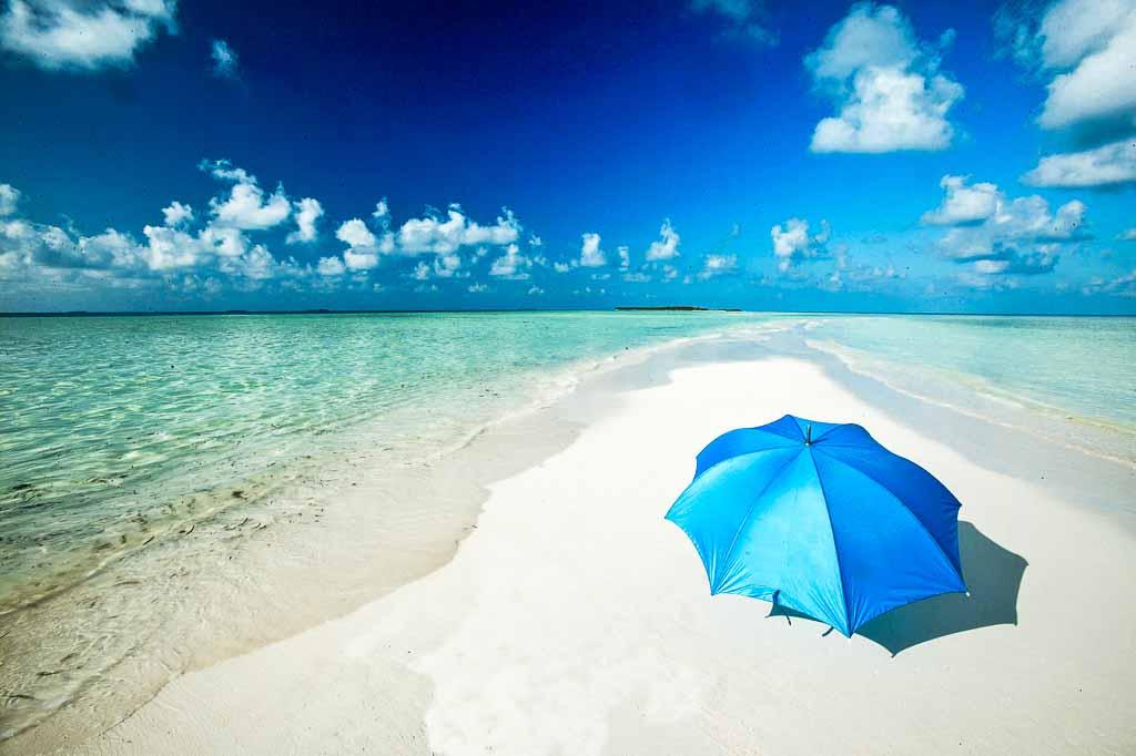maldive-spiaggia-bianca-ombrellone