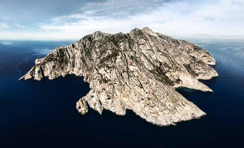 arcipelago-toscano-montecristo-aerial-view