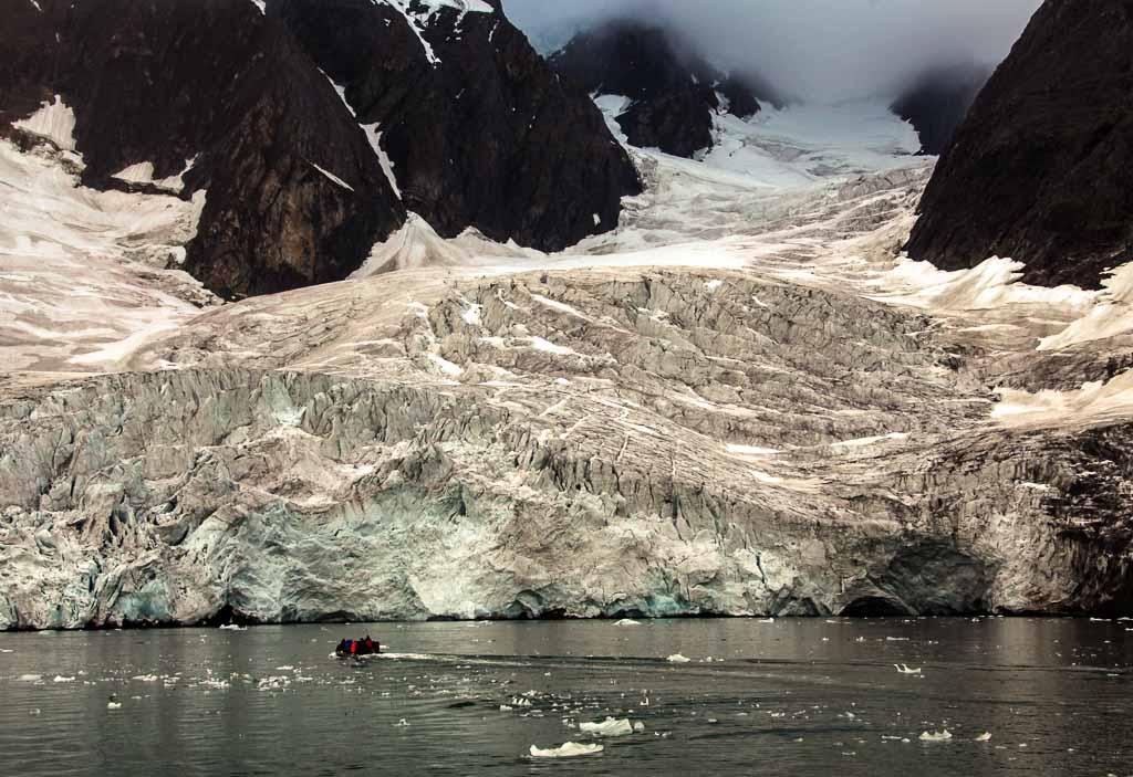 svalbard-gommone-tra-i-ghiacci