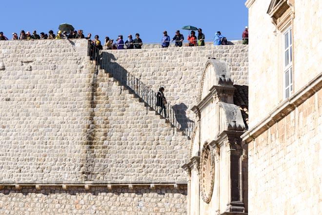 Croazia- Dubrovnik- all'inizio dello Stradum-Chiesa di S.Saviour- Sullo sfondo le mura