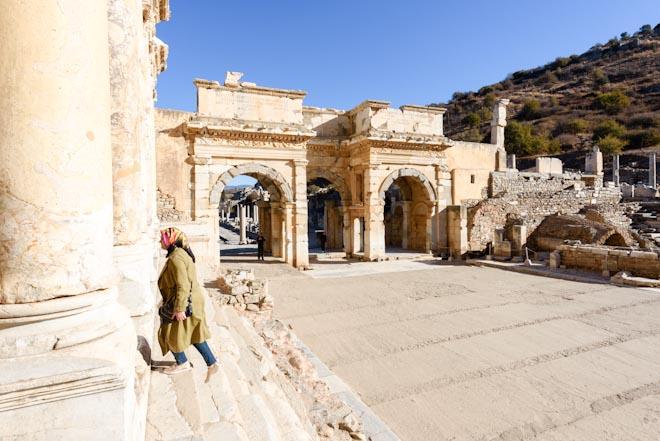 Turchia- Efeso- Biblioteca di Celso(sulla sinistra)- Entrata del mercato