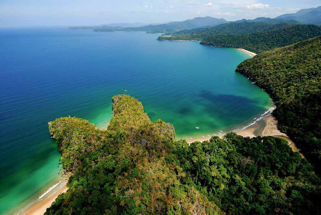 Filippine_La baia in cui il fiume sotterraneo sfocia nel Mar Cinese Meridionale (foto Paolo Petrignani-La Venta)_