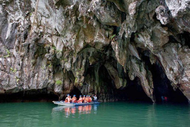 Filippine_Turisti all'ingresso del Puerto Princesa Underground River (foto Natalino Russo-La Venta) 3668