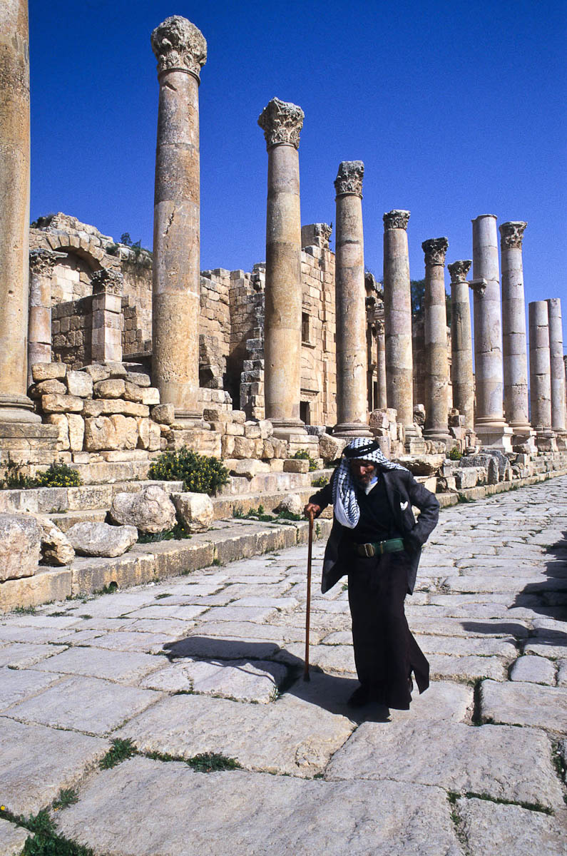 The colonnaded street, Cardo Maximus, in the Roman ruins, Jerash, Jordan