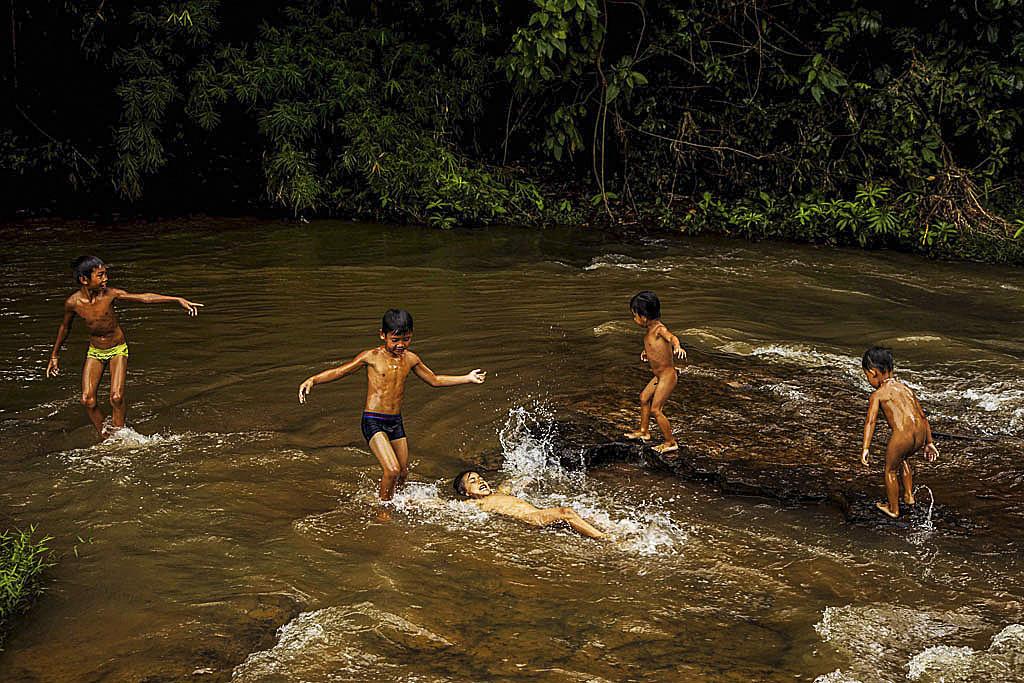 cambogia_ragazzi_gioco