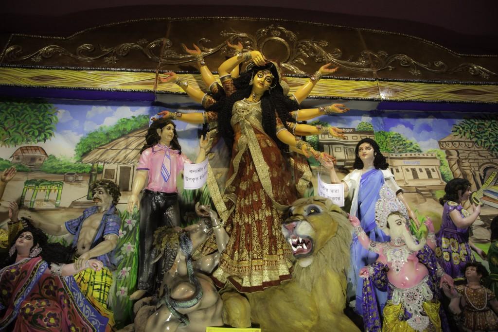 Festeggiamenti hinduisti del Durga Puja a Siliguri