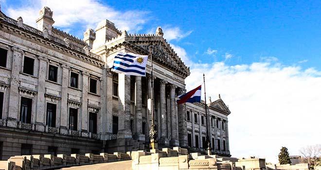 Il-Palacio-Legislativo-di-Montevideo