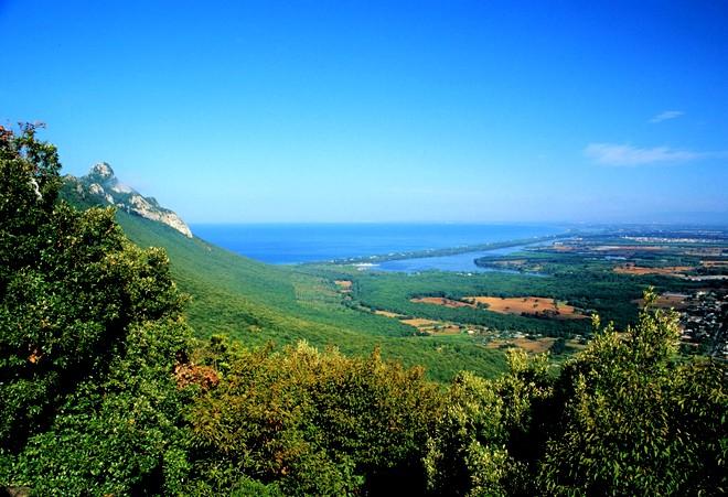 Il lago di Paola visto dal Monte Circeo