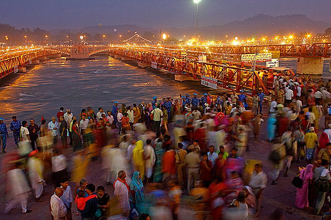 Un momento del Kumbha Mela una delle più importanti cerimonie religiose indiane