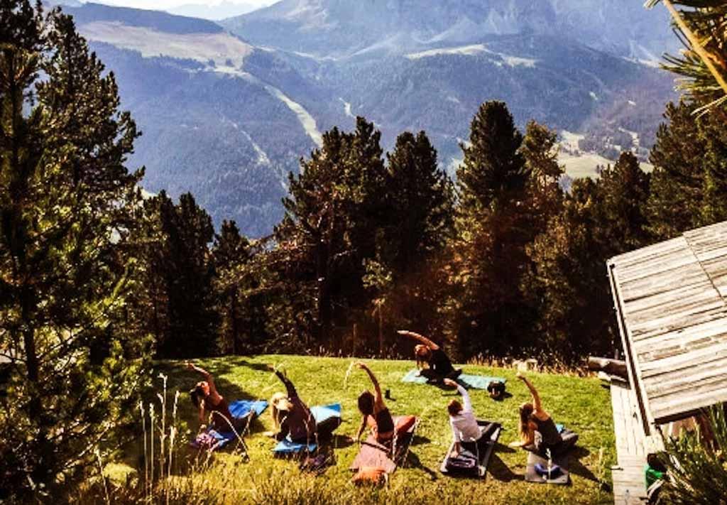 yoga-in-baita-hotel-tyrol-dolomiti