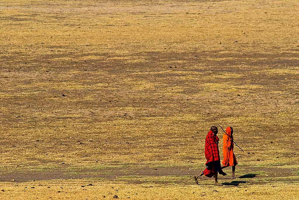 tanzania-masai-in-cammino