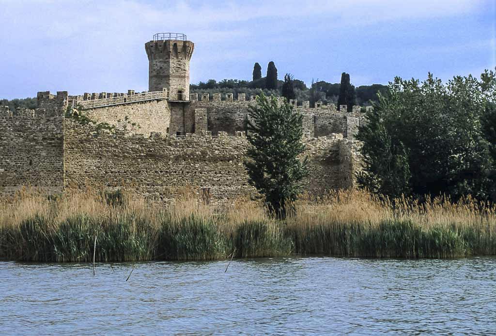 Lago-Trasimeno-isola-polvese-castello