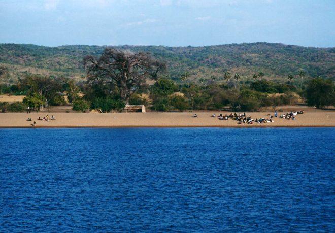 Lake_malawi_mozambico_coast