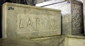 Le conche di marmo nella larderia di Colonnata