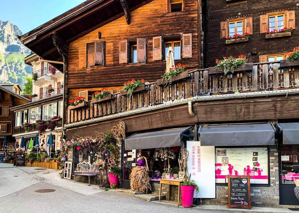 Leukerbad-vallese-case-legno