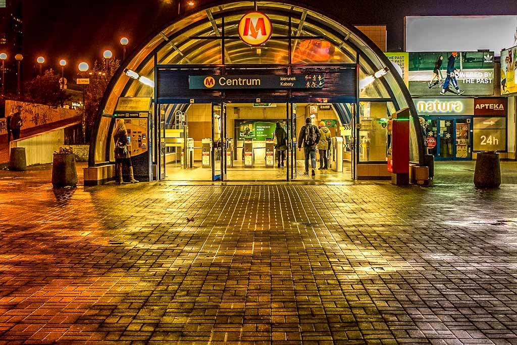 Londra-metropolitana-stazione-notte