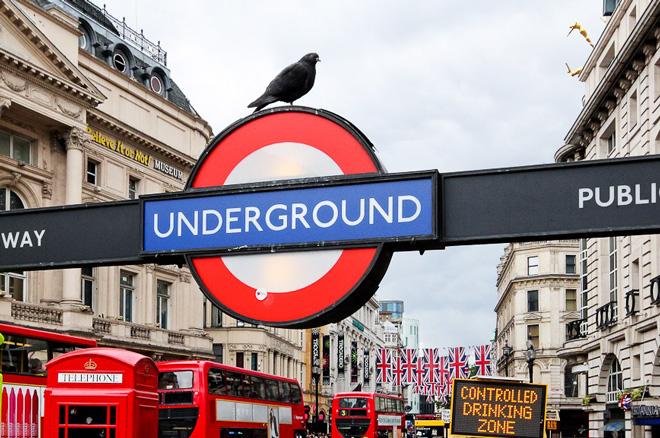 Metro notturna Londra