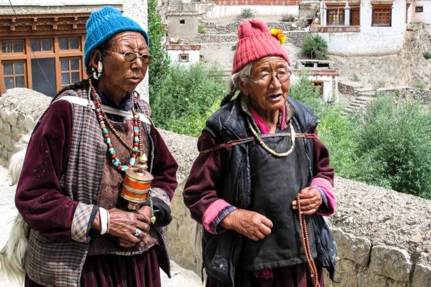 india Monache buddiste in Ladakh