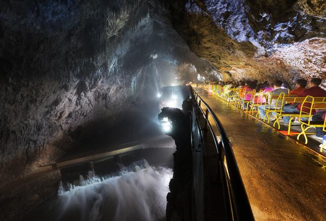 postojna-cave-pivka-river-iztok-medja-for-postojnska-jama