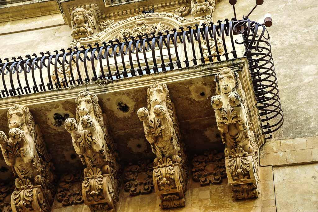 Sicilia_noto-balcone-barocco