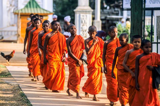 Asia Sri Lanka Anuradhapura Monaci al Loha Prasada o Palazzo di Bronzo Buddhist Monks at Loha Prasada or Bronze Palace, Anuradhapura , Sri Lanka, Asia