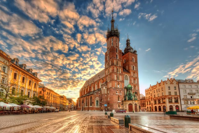 St-Marys-Basilica-Krakow-Poland-2000