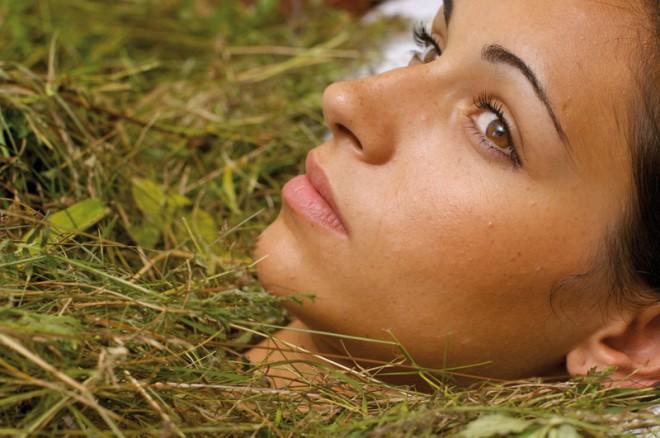 Bagni di fieno vivessenza cosmesi naturale e benessere