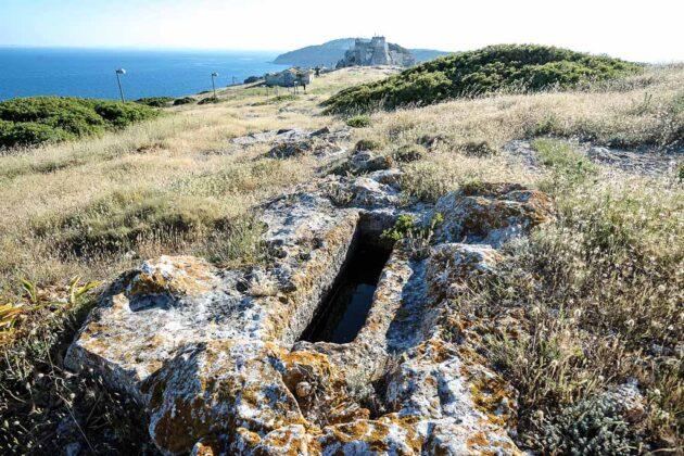 isole-Tremiti-puglia-tombe-greche