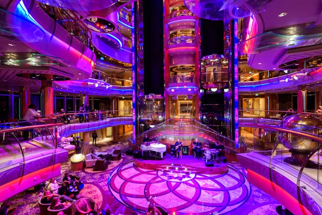 Vision of the Seas- Centrum