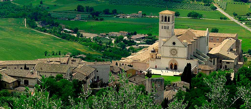 umbria-assisi-panorama-basilica