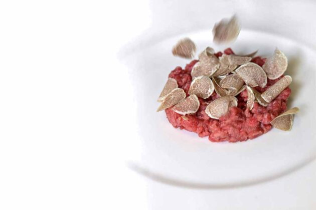 battuta di carne fassona con Tarfufo Bianco d'Alba_ credits Davide Dutto