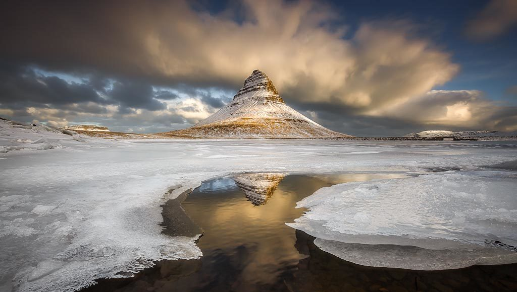 Il bagliore sulla Mountain Church Kirkjufell – Islanda Photo © Alban Henderyckx (Francia)